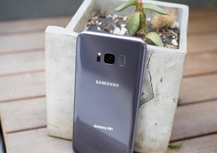 Вид сзади Samsung Galaxy S8+