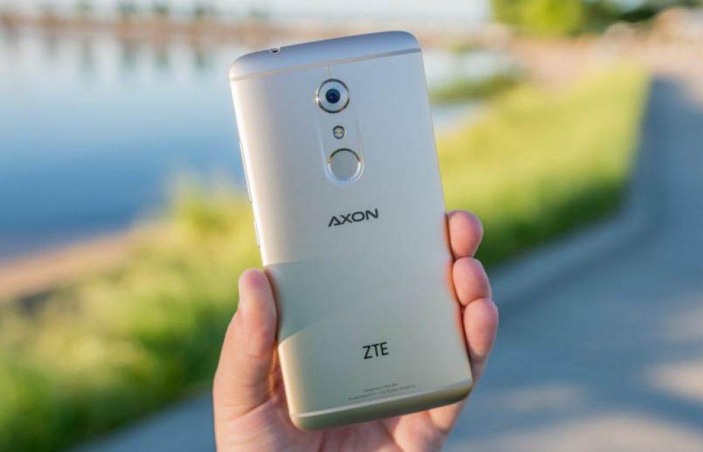 ZTE Axon 7 вид сзади