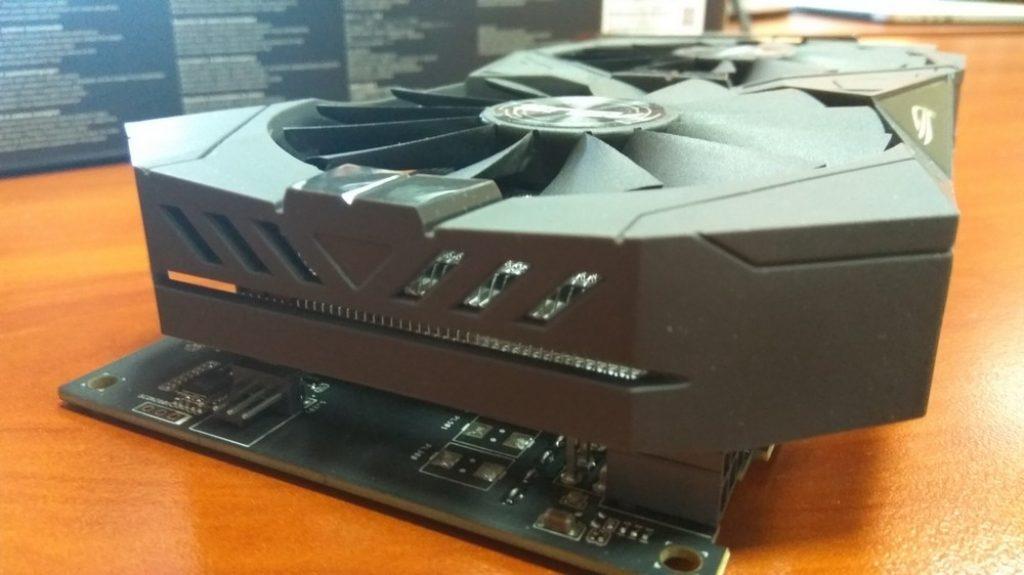Видеокарта занимает 2 слота PCI-E