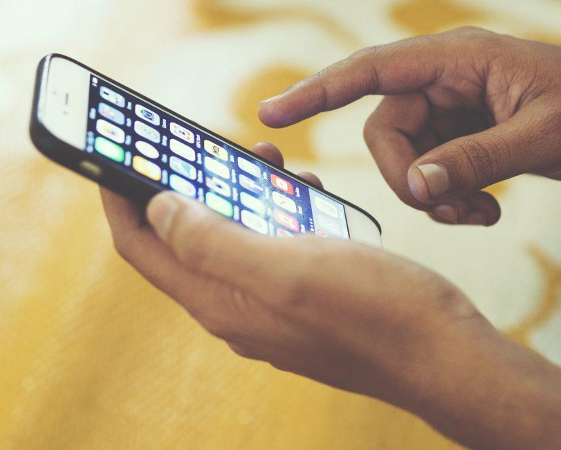 Как загрузить контакты с андроид на айфон?