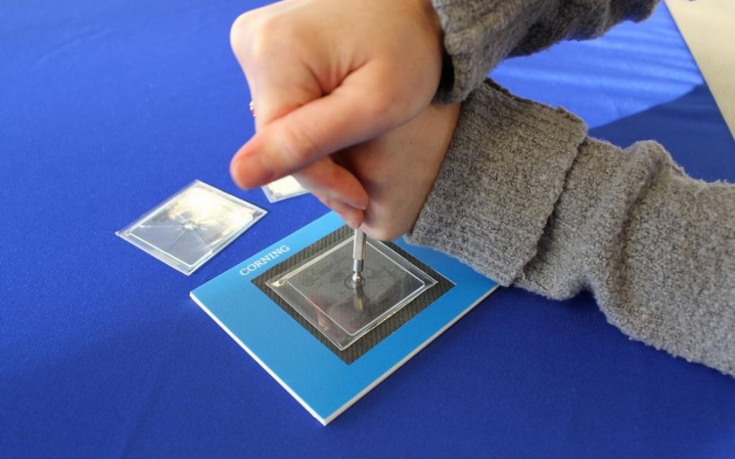 Тестирование Gorilla Glass 3 острыми предметами