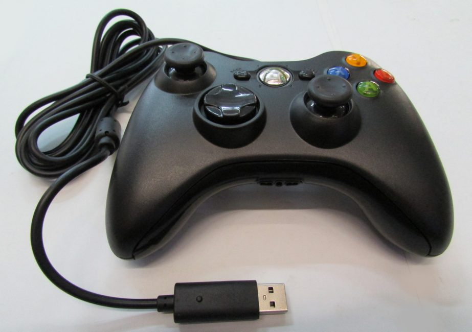 Внешний вид проводного джойстика Xbox 360
