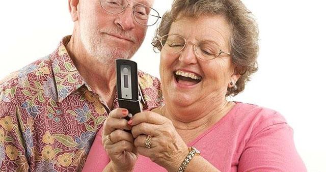 ТОП-15 телефонов для пожилых 2017 года