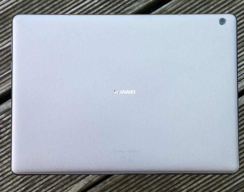 Тыльная сторона MediaPad M3 Lite 10