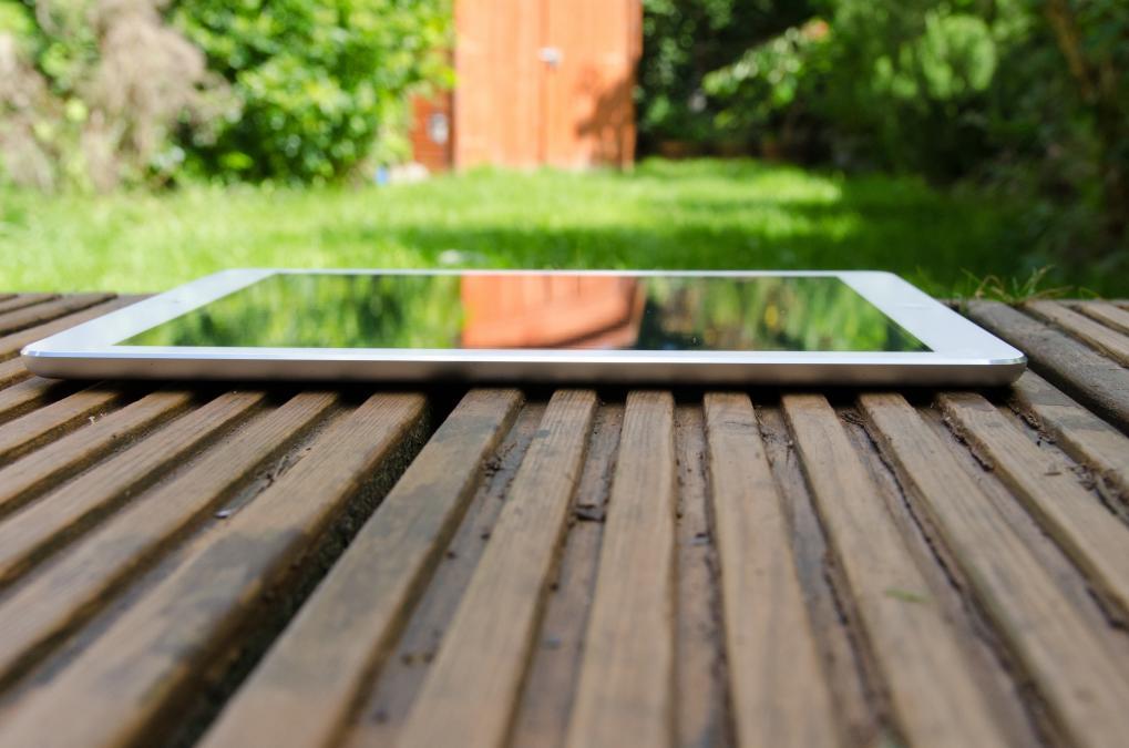 Тыльная сторона планшетного компьютера
