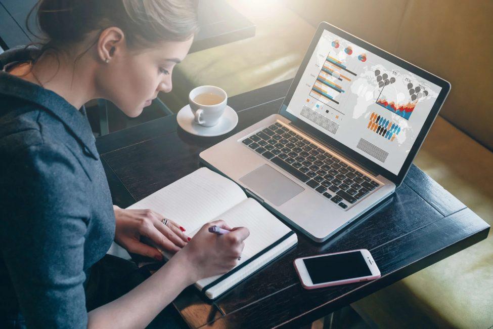 Из нашего анализа становится очевидно, что с развитием информационных технологий онлайн-обучение имеет большие перспективы, и его точно стоит рассматривать как инструмент для продвижения по карьерной лестнице или освоения новых профессий